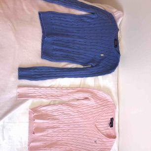 En blå raulp lauren/rosa gant tröja i st XS. Få gånger använda och i väldigt fint skick. 180kr/st. Kan båda mötas upp och frakta🥰