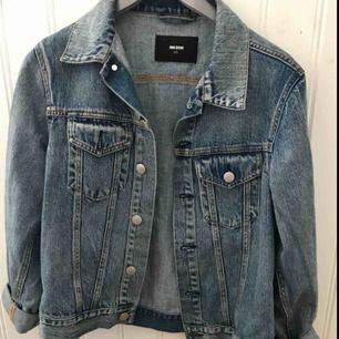 Snygg Oversized jeansjacka i storlek XS men är med som en S/M