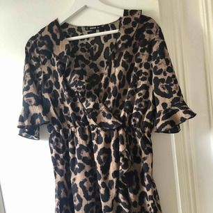 Riktigt fräsig Leopardklänning