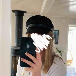 Nu säljer jag denna fina hatt som aldrig kommer till användning hos mig. Endast provad.