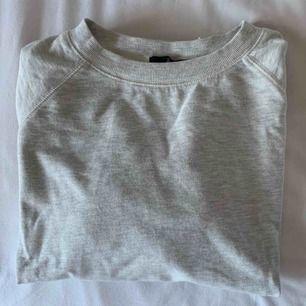 Ljusgrå tröja från Åhléns. Använt skick