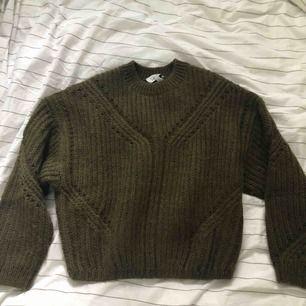 Other stories militära grön tjöck tröja i XS   Kan skicka med postnord blått paket (102kr) Annars kan möta upp i Stockholm