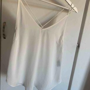 Tunt vitt linne från ginatricot
