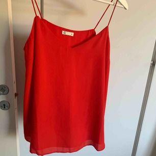 Rött tunt linne från Cubus