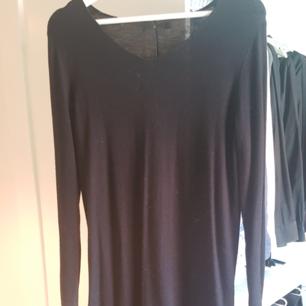 Svårt stickad klänning från Åhléns. Når nedanför knänen på mig ( är 170 lång)