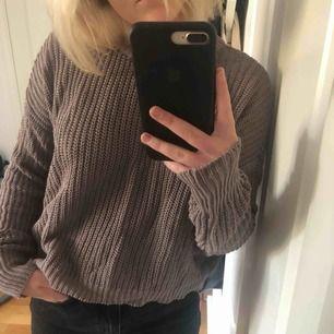 Den perfekta höst/vinter tröjan!! Passar mig som är S. Möts upp i Stockholm!❤️