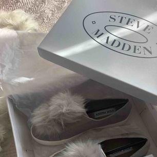 Skor från Steve Madden! Helt nya och oanvända. Kartong medföljer. Storlek 37.