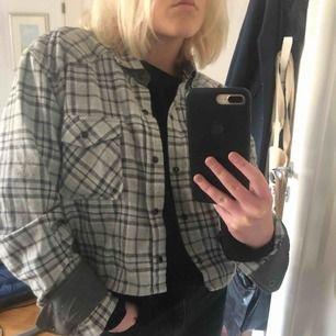 Trendig jacka/ skjorta. Köpt på beyond retro för 400kr.