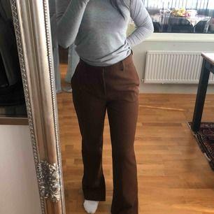Kostymbyxor som är bruna köpta från ZARA, storlek 36/S