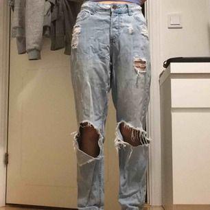 Soft & supersnygga boyfriend-fit jeans. Orginalpris, 300kr. Frakt tillkommer