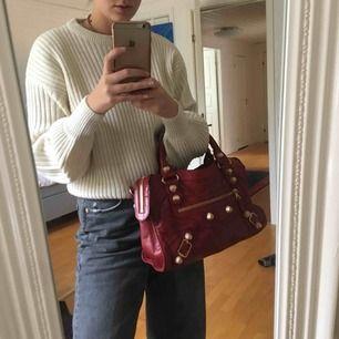 Kom med bud! 🌻 Balenciaga väska, troligtvis en kopia men vet inte. Köpt på secondhand butik för 1800kr. Har fler bilder så det är bara att skriva till mig! Frakt tillkommer, gissar på 63kr men kan bli mindre