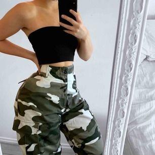 Nya grå camo byxor, står storlek S men mer som en L då de är för stora för mig med XS/S.  Frakt kostar 63kr extra, postar med videobevis/bildbevis. Jag garanterar en snabb pålitlig affär!✨ ✖️Fraktar endast✖️