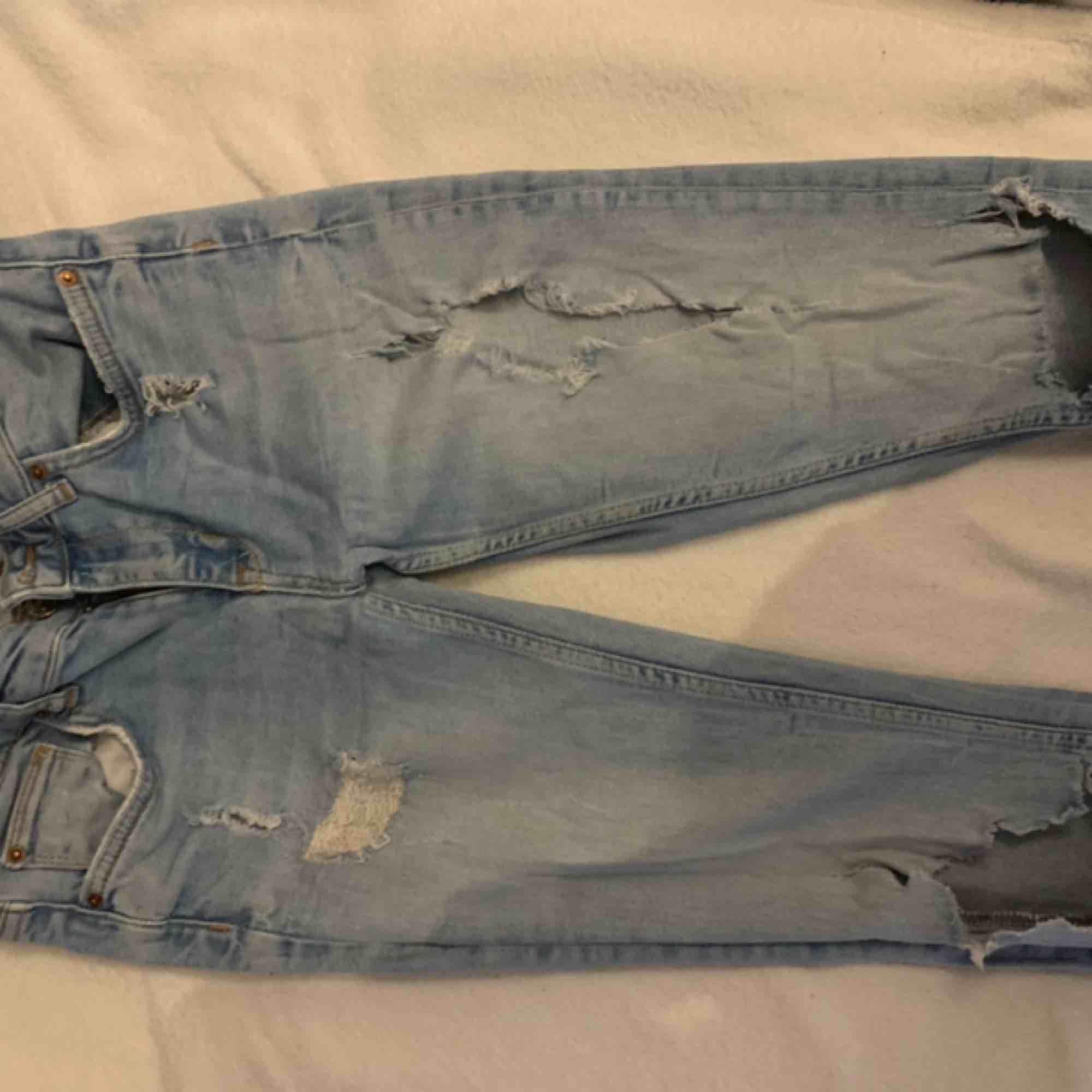 Kristen Jeans från Gina Tricot ,, frakt tillkommer. Jeans & Byxor.
