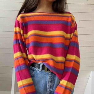 Vintage-ish stickad tröja, perfekt för hösten🍁 kan passa M också då den sitter löst☺️ frakt ingår ej!