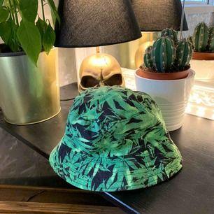 Säljer denna buckethat :P köpt för 299kr säljer den för 90kr +frakt