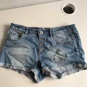 jeans shorts  barn storlek men passar xs frakt tillkommer