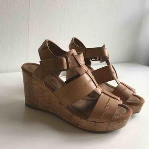 skor använda fåtal gånger  frakt tillkommer
