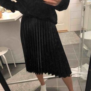 snygg plisserad kjol köpt på resa i turkiet för några år sedan🦋 frakt ligger på 40kr💌