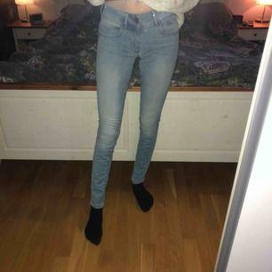 Säljer ett par g-star jeans som jag säljer för 100kr plus frakt, nypris ca 999kr. Säljs då dom har lågmidja vilket jag inte känner mig bekväm inte. Använd ofta men är i fint skick! ❤️