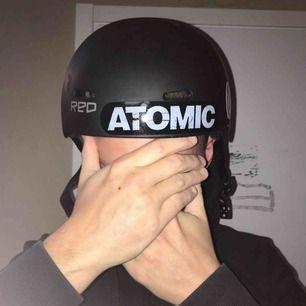 Atomic hjälm Vuxen storlek