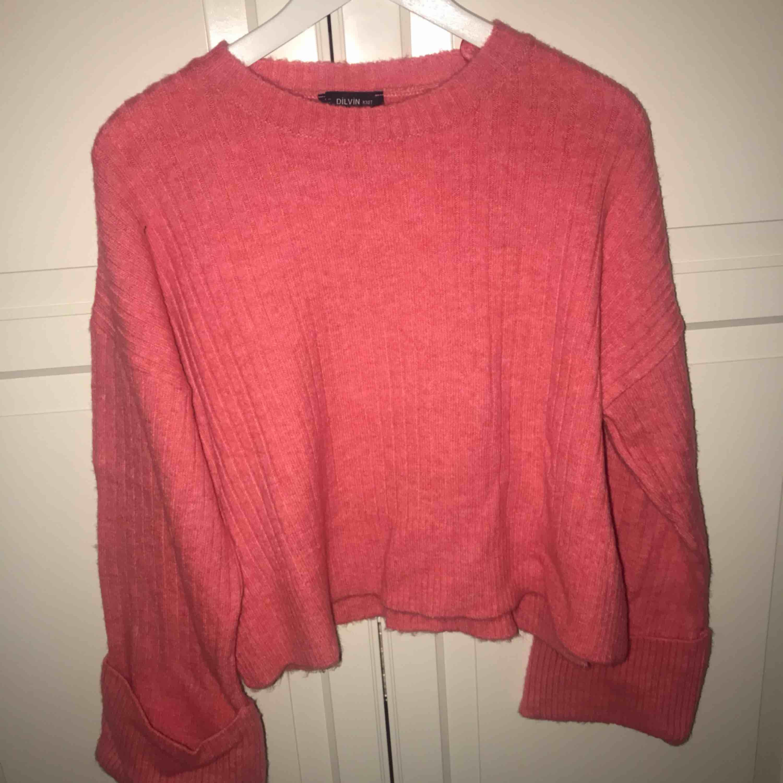 Rosa stickad tröja från Chiquelle, aldrig använd. Storlek S - 150kr!!. Stickat.