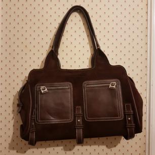 Salvatore handväska i medel storlek .Inga fläckar inuti eller utan på