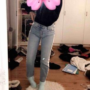 AS snygga jenas från Zara, knappt använda. Sitter skit snyggt på. Dem e utsålda i butik & webb, köpare står för frakt
