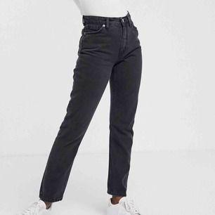 Sitter as snyggt på, oanvända. Min jeans från monki. Köpare står för frakt