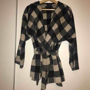 Kortare kappa i 50% ull från Zara. Väldigt fin att ha i höst.