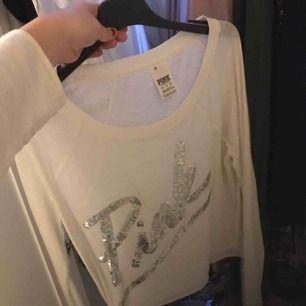 Vit tunn långärmad tröja från PINK! Storlek XS, använd 2 gånger: Frakt: 40kr