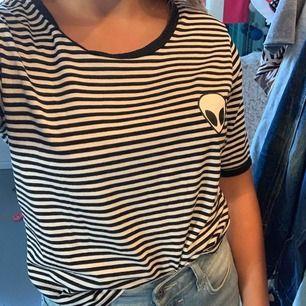 Snygg tröja ifrån vet inte, i bra skick och aldrig använd  (Köparen står för frakt)