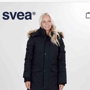 """Svea """"Aline"""" jacka använd endast 1 gång!!! Som ny 🤩 Storlek XS, mörkblå/svart."""