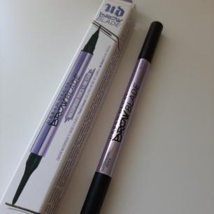 Säljer Urban Decays Eyebrow Blade Pencil i färgen Neutral. Endast testad. Nypris 260 kr. Mitt pris 200 kr inkl. frakt. Fraktar eller möts upp.