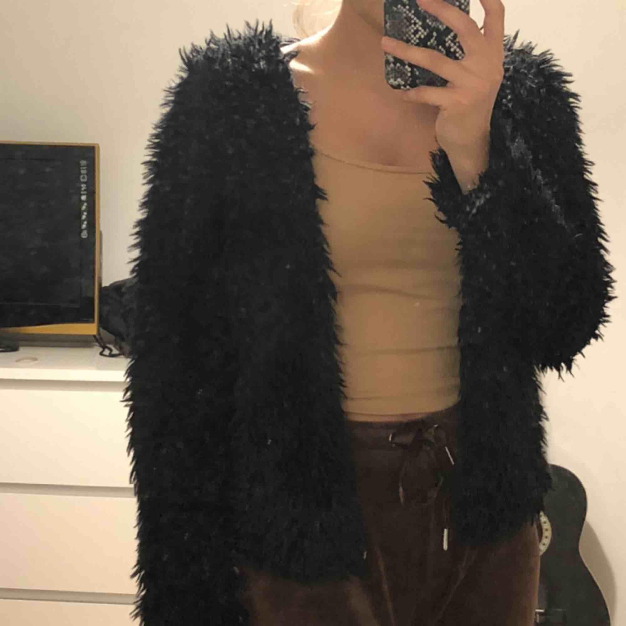 Superfin jacka från Gina tricot! Använt ganska mycket men den är ändå i superbra skick. Kan mötas upp i stockholm annars står köparen för frakt.. Jackor.