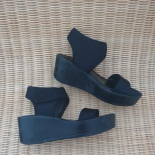 Svarta platåskor platforms sandaler i storlek 37 från attitude, dinsko. Kan skickas annars finns i Malmö