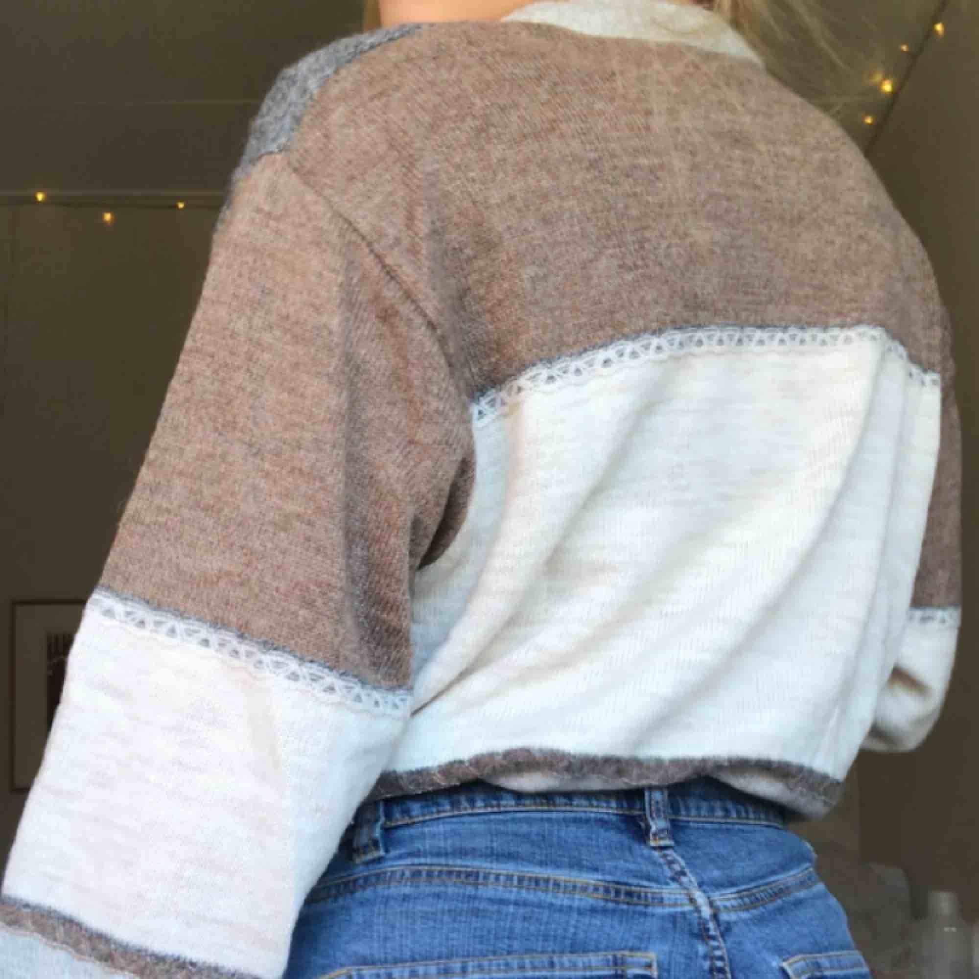 Vintage stickad tröja, supermysig!!! Strl 40 men funkar även 36/38! Köpare står för frakt<3 budgivning pågår!!. Stickat.
