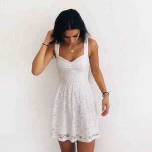 Jättefin Hollister klänning i fint skick och använd endast 1 gång! Säljs pga för liten!💕💕