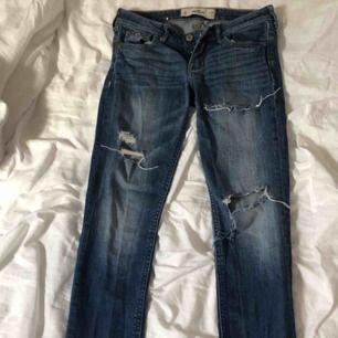 jeans från hollister, växt ur dem därför säljes dem! 🦋💍👖🐬💙💦 möts helst upp i Stockholms området!