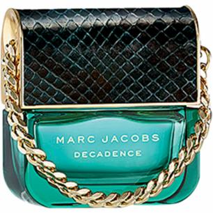 ------------------------------------------------------------------------- MARC JACOBS  Decadence, EdP 50ml  Marc Jacobs Decadence är enligt den legendariske designern själv hans första mogna doft, dedikerad den sexiga och sofistikerade kvinnan.  Parfymen är en rik och elegant doftkomposition med toppnoter av italienska plommon, ljuv irisblomma och spännande saffran. Dofthjärtat är fyllt av rosor, jasmin och pudrig violrot. I basen hittas sen mjuk ambra och förförande vetiver.