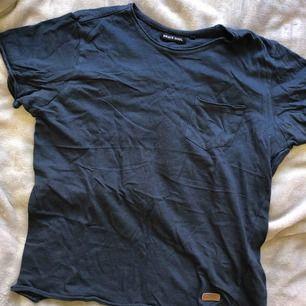 Mörkblå tshirt tjockare material