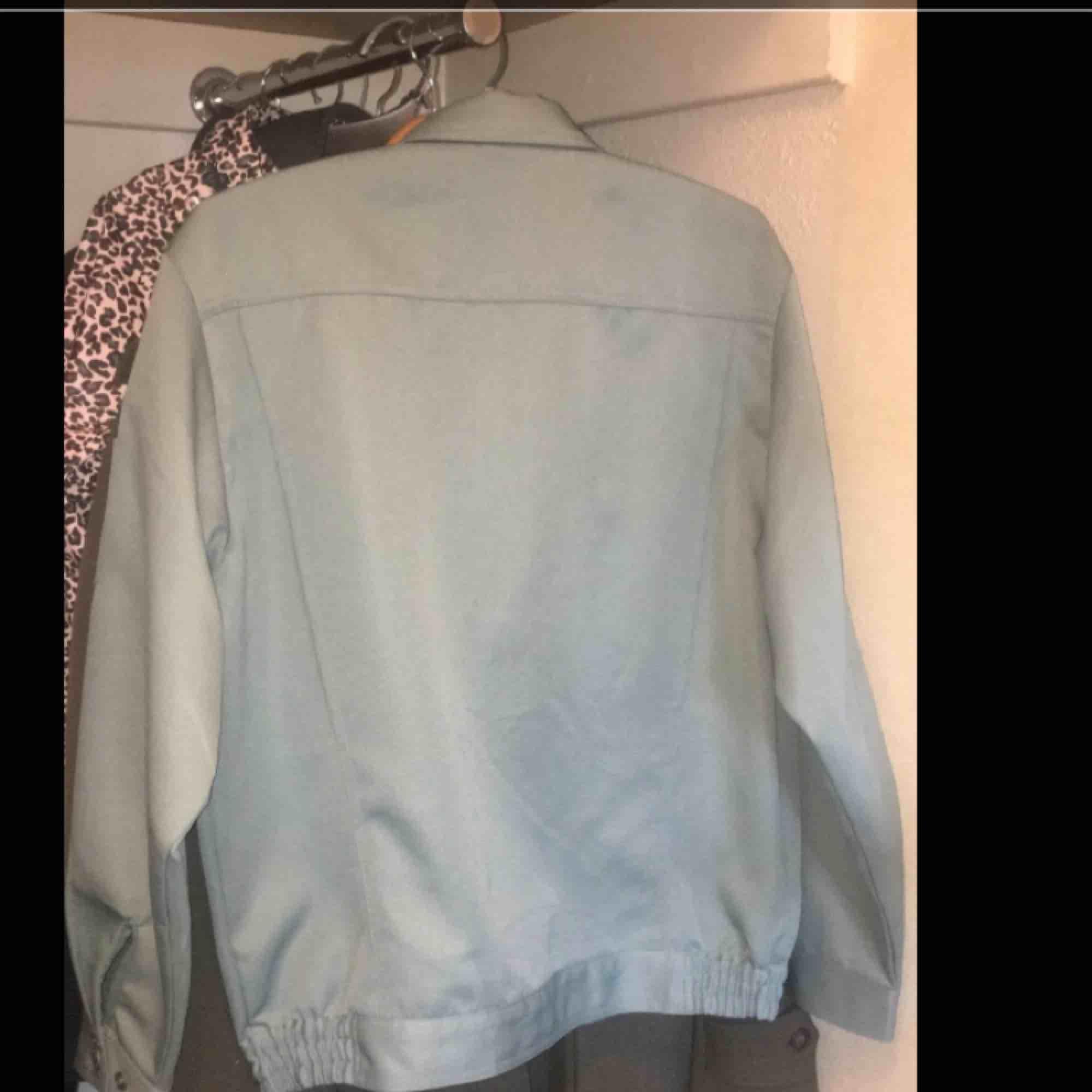 ☘️Vintage Scutum Japansk Racing-jacket By Top Shaleton☘️storlek L, passar M perfekt (nästan S dessutom för en oversized fit)☘️ Köpt på Episode i danmark, använd en gång☘️Pris  kan diskuteras, speciellt vid snabb affär☘️Köpare står för frakt☘️. Jackor.