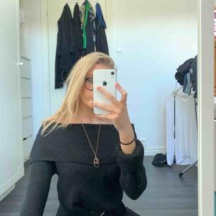 Stickad tröja från Bikbok med nervikbar krage💓