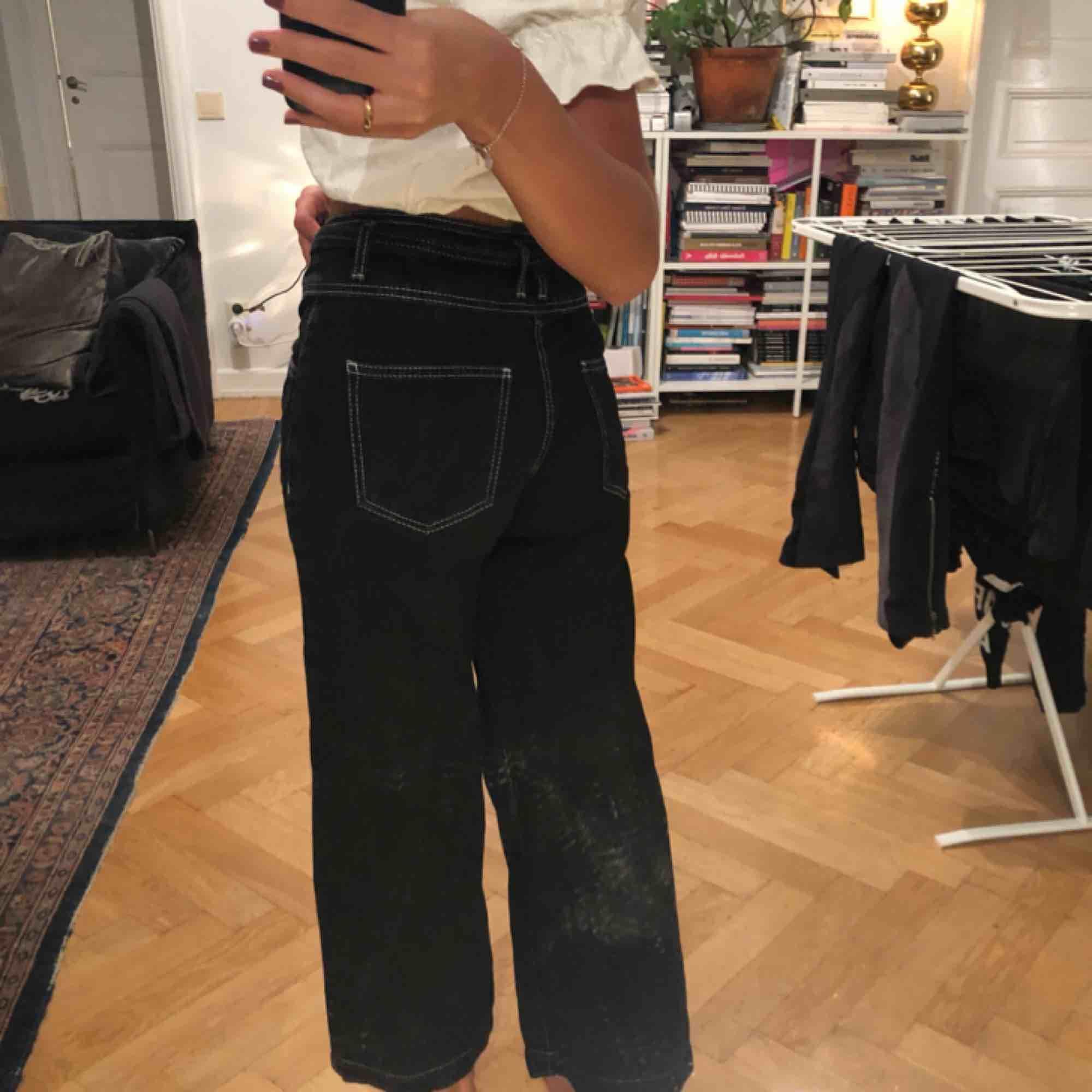 Från bershka, är 167, frakt tillkommer 50kr, kan mötas i stockholm. Jeans & Byxor.