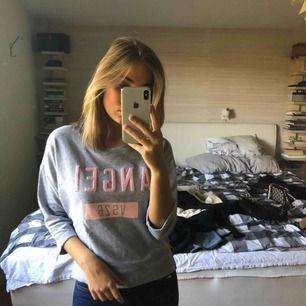 Sweatshirt ifrån Victoria secret.