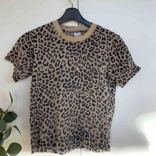T-shirt i leopardmönster! Varit min favvo ett tag men dags att ta farväl nu:((