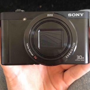 Sony kamera nästan aldrig använd snart 1 år sen jag köpte den❤️ Priset kan diskuteras❤️ Frakt ingår❤️ ( på bild 2 råkade jag måla hahah)