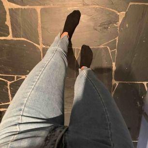 Jeans från nakd, dragkedjan åker ner men de kan man fixa med en gummisnodd eller nått annat😂 är 165