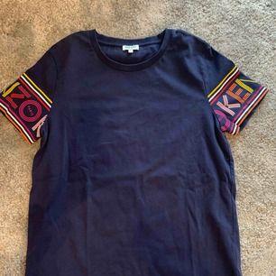 Kenzo T-shirt köpt i Paris i Kenzos butik. Använd ett fåtal ggr.