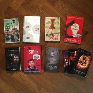 10kr per bok, alla 3 hunger games böcker för 20kr