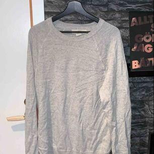 Långärmad tunn tröja köpt på HM. Köparen står för frakten.